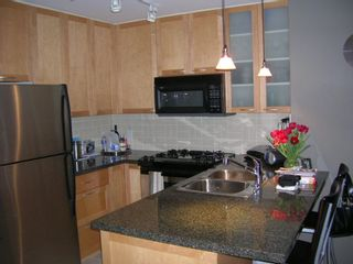 """Photo 2: 803 989 RICHARDS Street in Vancouver: Downtown VW Condo for sale in """"MONDRIAN"""" (Vancouver West)  : MLS®# R2175758"""
