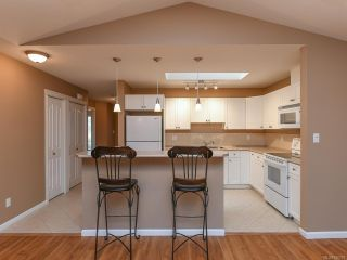 Photo 2: 106 2077 St Andrews Way in COURTENAY: CV Courtenay East Row/Townhouse for sale (Comox Valley)  : MLS®# 836791