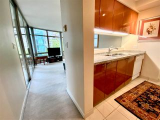 """Photo 5: 405 1200 ALBERNI Street in Vancouver: West End VW Condo for sale in """"Palisades"""" (Vancouver West)  : MLS®# R2583731"""