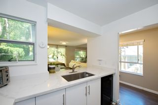 """Photo 7: 3 9000 ASH GROVE Crescent in Burnaby: Forest Hills BN Townhouse for sale in """"Ashbrook Place"""" (Burnaby North)  : MLS®# R2615088"""