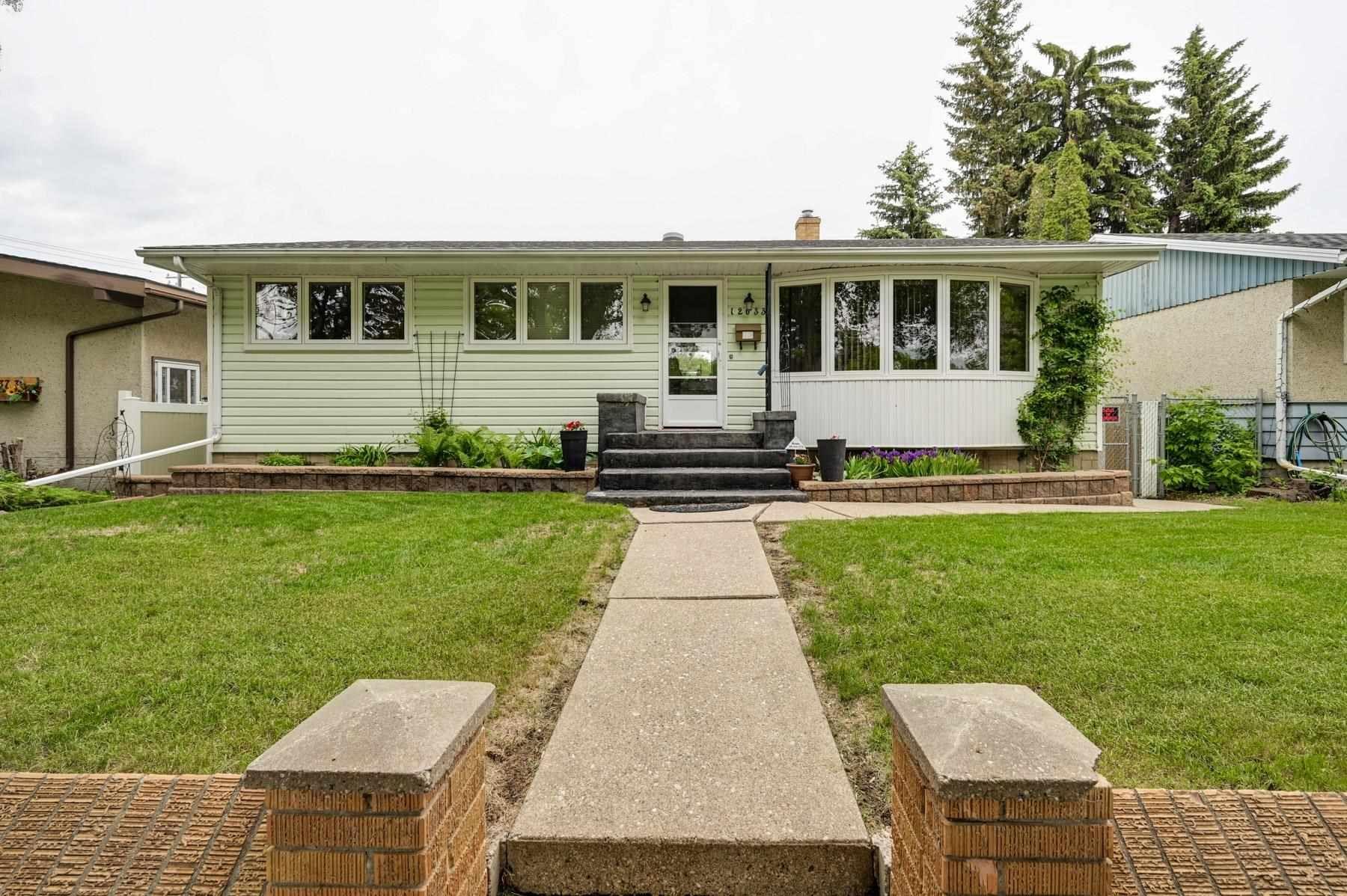 Main Photo: 12033 39 Street in Edmonton: Zone 23 House for sale : MLS®# E4248928