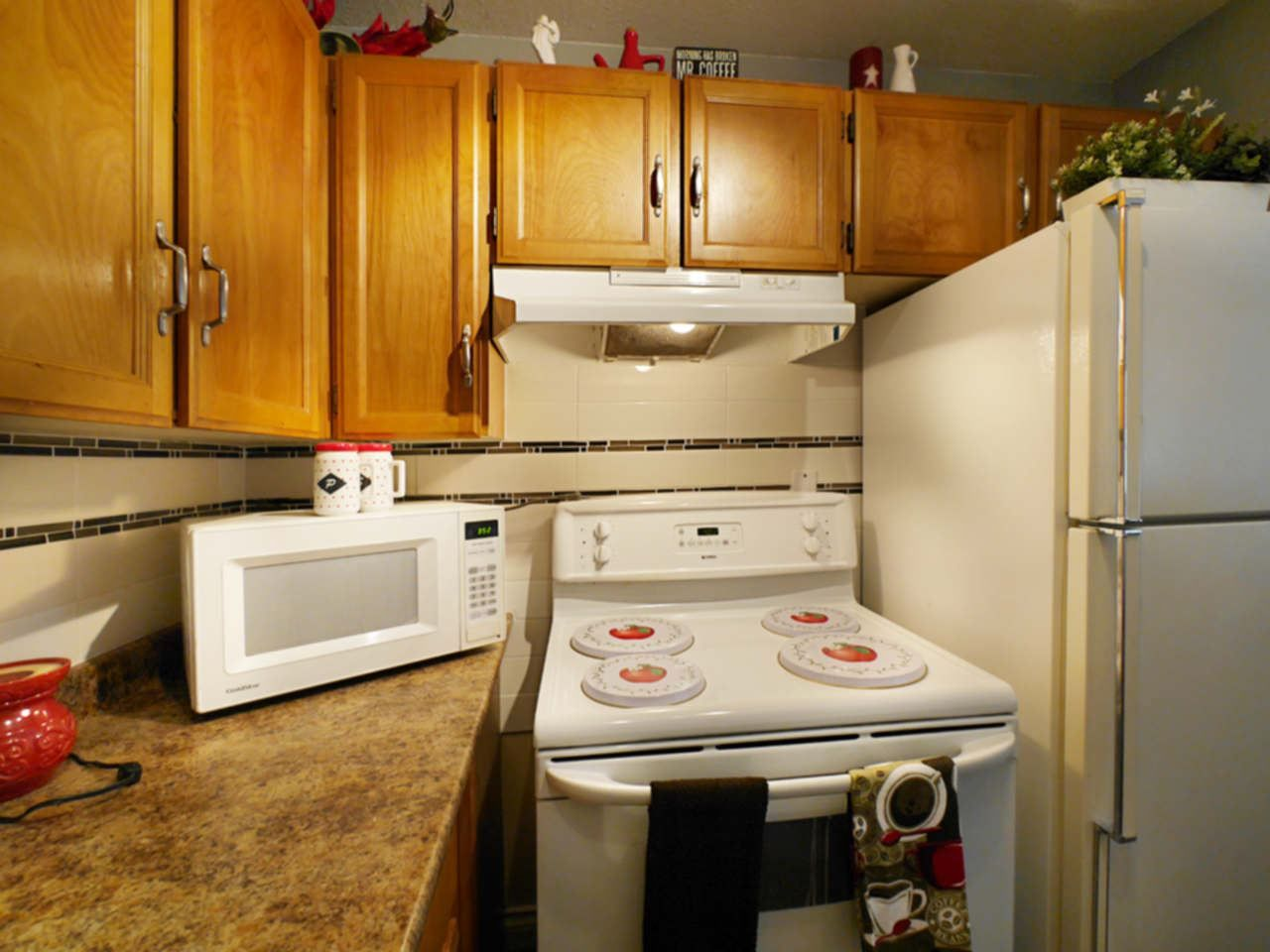 """Photo 12: Photos: 105 9952 149 Street in Surrey: Guildford Condo for sale in """"Tall Timbers"""" (North Surrey)  : MLS®# R2107429"""