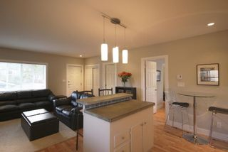 Photo 8: 410 Walter Ave in Victoria: Residential for sale : MLS®# 283473