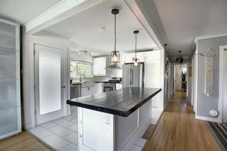 Photo 3: 643 WILLOWBURN Crescent SE in Calgary: Willow Park Detached for sale : MLS®# A1085476