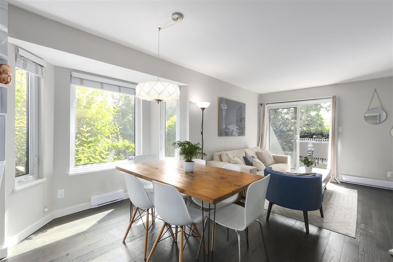 Photo 4: Photos: 154 W 12TH STREET in North Vancouver: Central Lonsdale Townhouse for sale : MLS®# R2487434