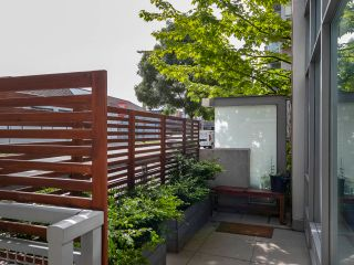 """Photo 5: 1839 CROWE Street in Vancouver: False Creek Townhouse for sale in """"FOUNDRY"""" (Vancouver West)  : MLS®# R2277227"""