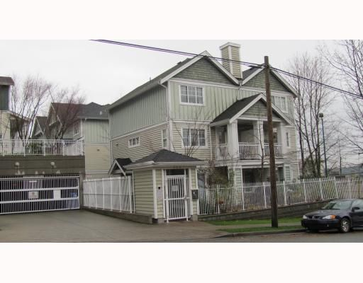 """Main Photo: 2 123 7TH Street in New Westminster: Uptown NW Townhouse for sale in """"ROYAL CITY TERRACE"""" : MLS®# V798879"""