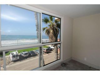 Photo 3: PACIFIC BEACH All Other Attached for sale : 2 bedrooms : 4667 Ocean Blvd # 301
