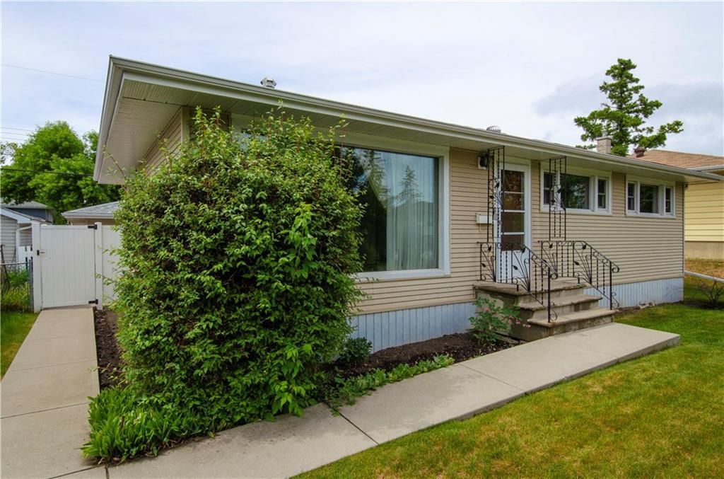 Main Photo: 2427 37 Street SW in Calgary: Glendale Detached for sale : MLS®# C4201043