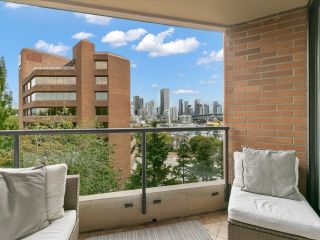 """Photo 5: 601 1450 PENNYFARTHING Drive in Vancouver: False Creek Condo for sale in """"Harbourside Cove"""" (Vancouver West)  : MLS®# R2616143"""