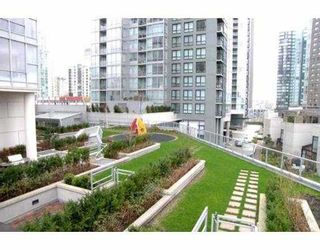 """Photo 9: 1438 SEYMOUR Street in Vancouver: False Creek North Townhouse for sale in """"AQUA AT THE PARK"""" (Vancouver West)  : MLS®# V634737"""