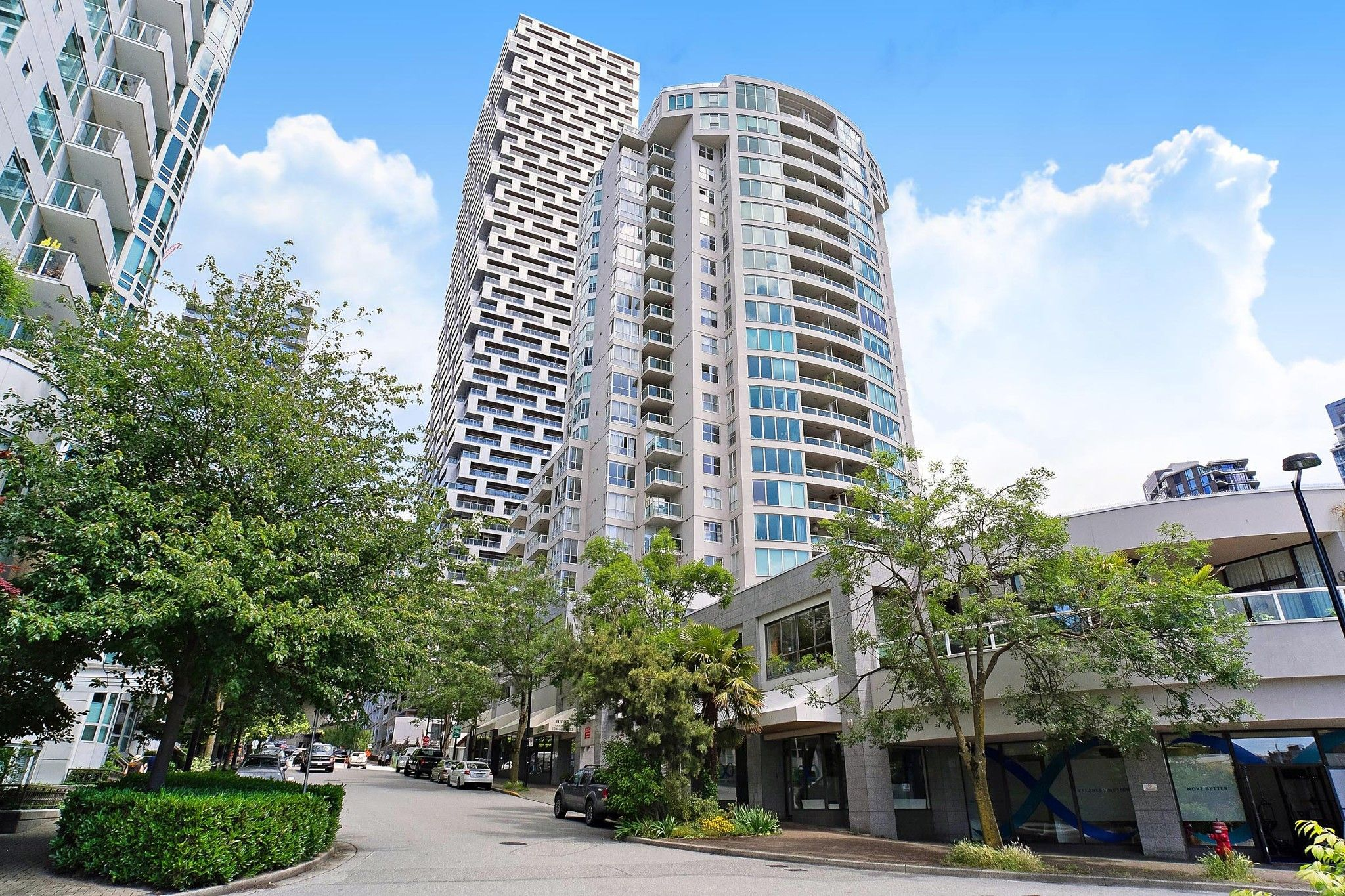 "Main Photo: 407 1500 HOWE Street in Vancouver: Yaletown Condo for sale in ""THE DISCOVERY"" (Vancouver West)  : MLS®# R2467509"