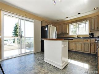 Photo 5: 2595 Wilcox Terr in VICTORIA: CS Tanner House for sale (Central Saanich)  : MLS®# 742349