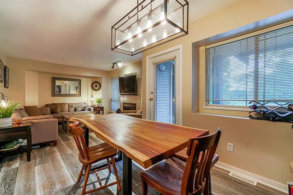 Main Photo: 4 22980 Abernethy Lane in Maple Ridge: East Central Townhouse for sale : MLS®# R2513748