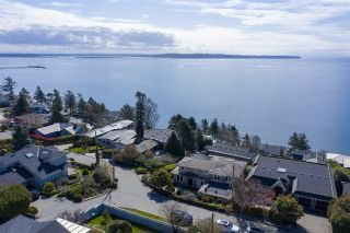 """Photo 2: 14342 SUNSET Drive: White Rock House for sale in """"White Rock Beach"""" (South Surrey White Rock)  : MLS®# R2560291"""
