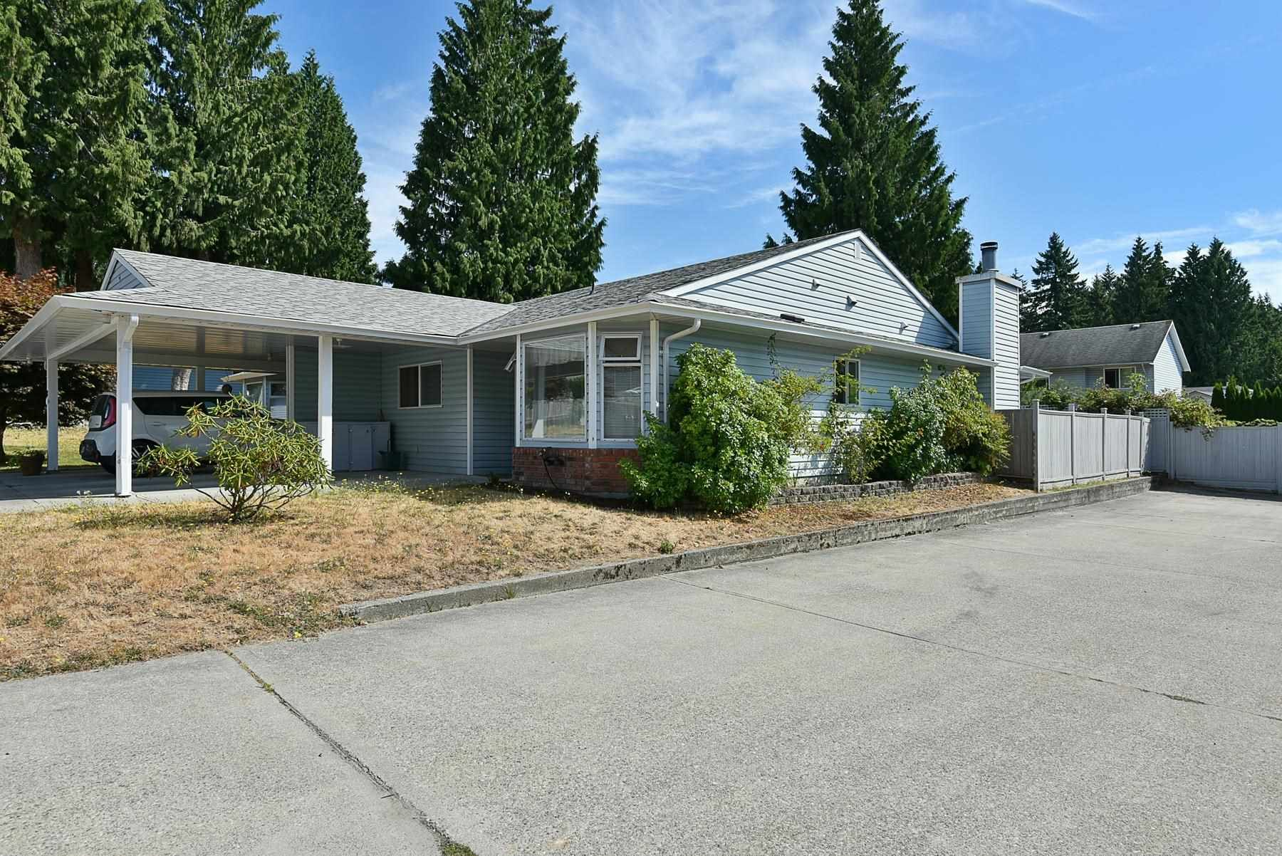 """Main Photo: 7 824 NORTH Road in Gibsons: Gibsons & Area Townhouse for sale in """"Twin Oaks"""" (Sunshine Coast)  : MLS®# R2607864"""