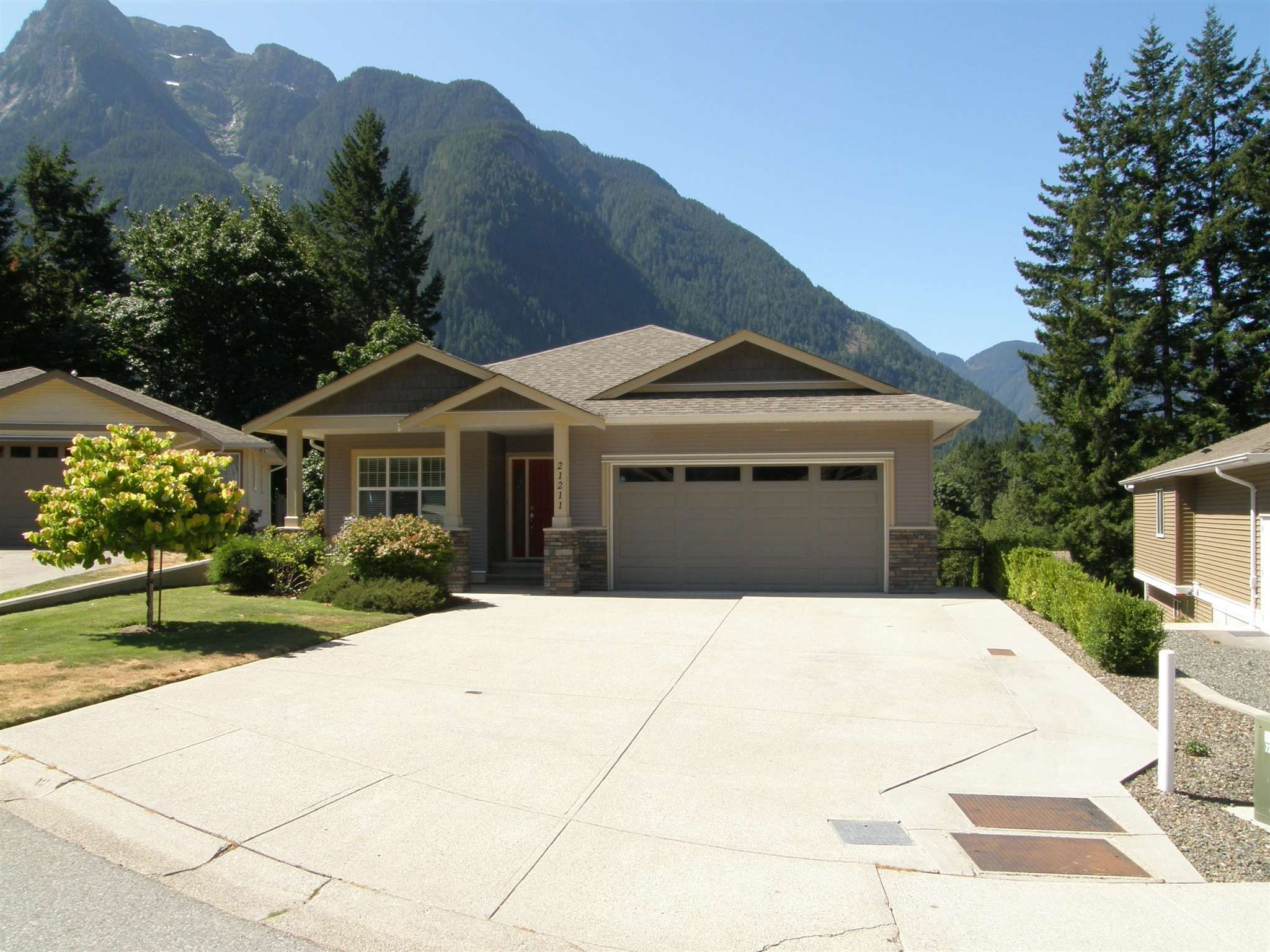 Main Photo: 21211 KETTLE VALLEY Place in Hope: Hope Kawkawa Lake House for sale : MLS®# R2604665