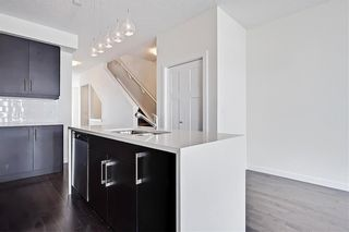 Photo 8: 1 3814 Parkhill Place SW in Calgary: Parkhill Row/Townhouse for sale : MLS®# A1121191