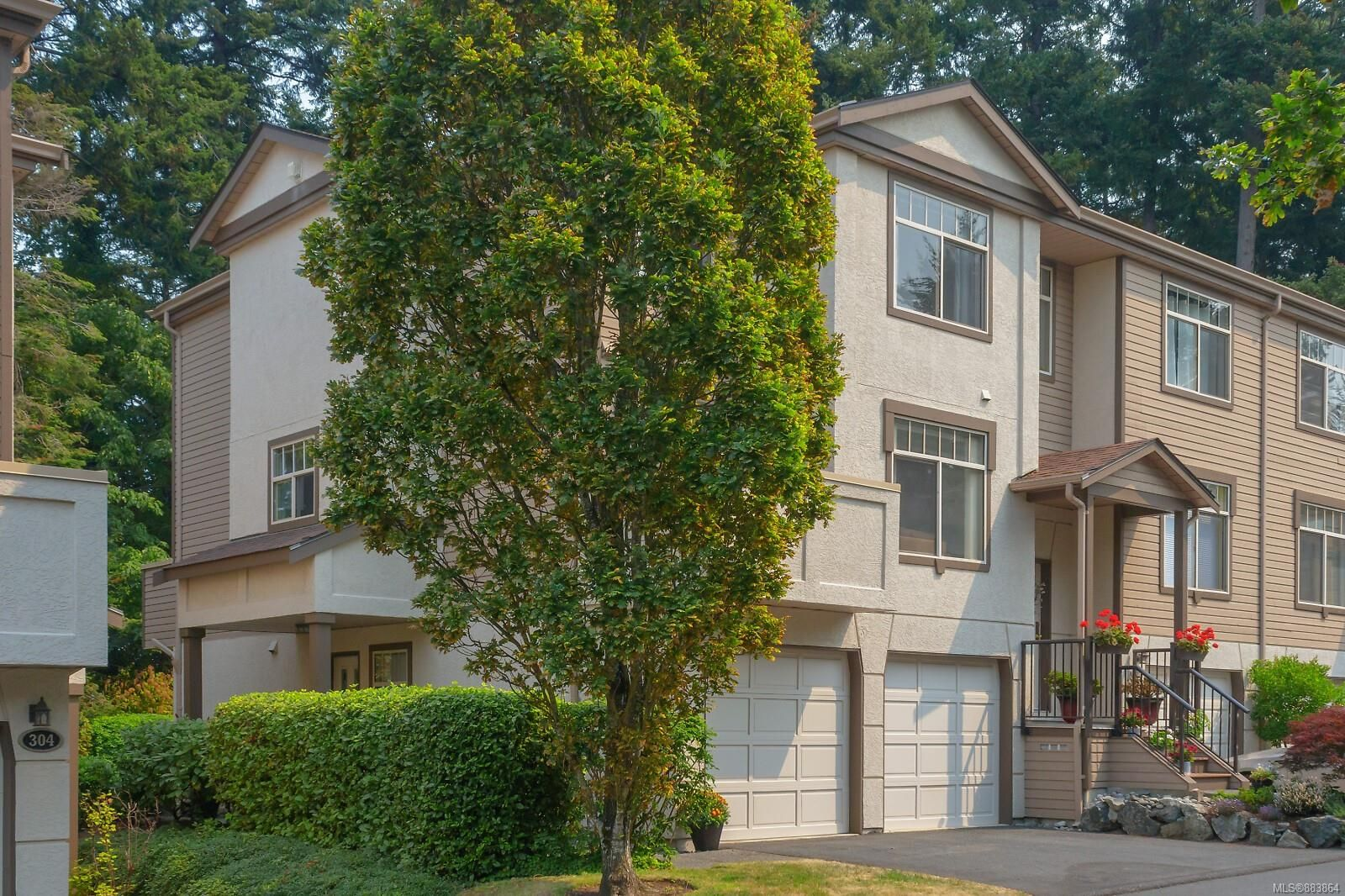 Main Photo: 401 288 Eltham Rd in View Royal: VR View Royal Row/Townhouse for sale : MLS®# 883864