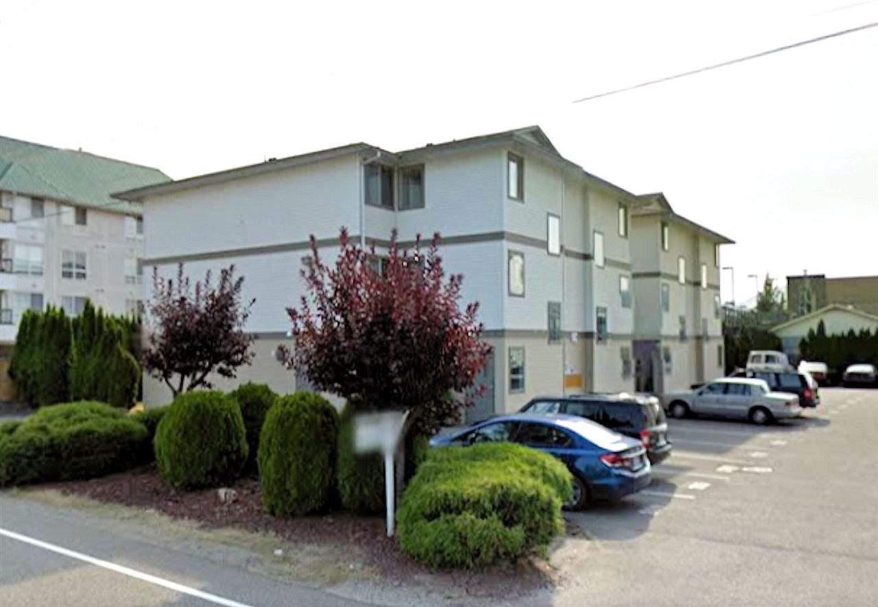 "Main Photo: 205 7435 SHAW Avenue in Sardis: Sardis East Vedder Rd Condo for sale in ""TIMBERLANE APARTMENTS"" : MLS®# R2146440"
