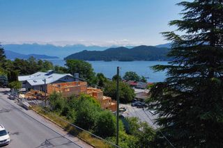 Photo 9: 517 SOUTH FLETCHER Street in Gibsons: Gibsons & Area House for sale (Sunshine Coast)  : MLS®# R2599686