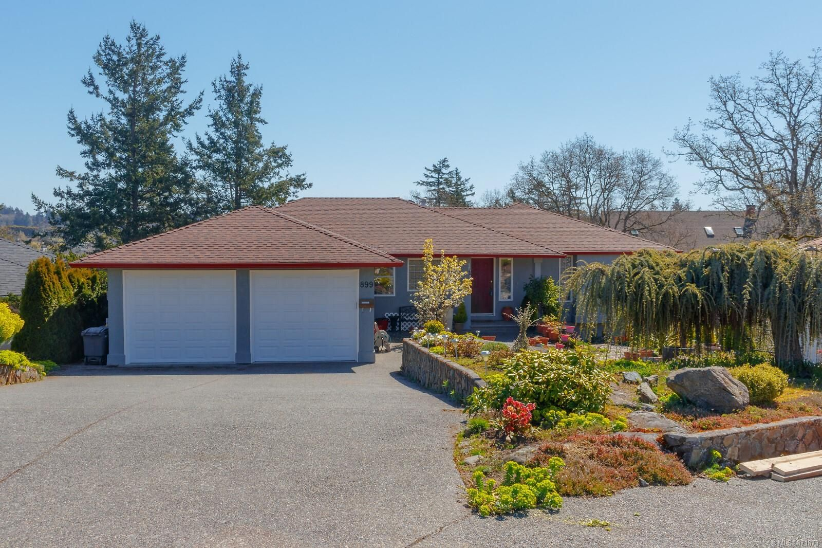 Main Photo: 899 Currandale Crt in : SE Lake Hill House for sale (Saanich East)  : MLS®# 871873