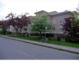 """Photo 1: 208 2490 W 2ND Avenue in Vancouver: Kitsilano Condo for sale in """"THE TRINITY"""" (Vancouver West)  : MLS®# V766577"""
