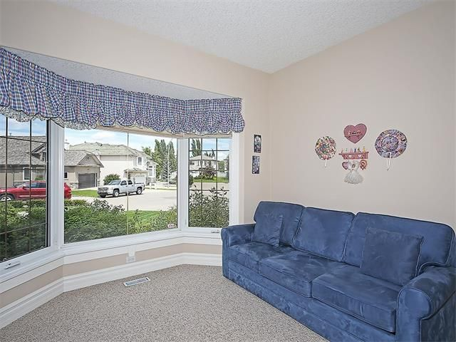 Photo 27: Photos: 315 MT DOUGLAS Court SE in Calgary: McKenzie Lake House for sale : MLS®# C4068873