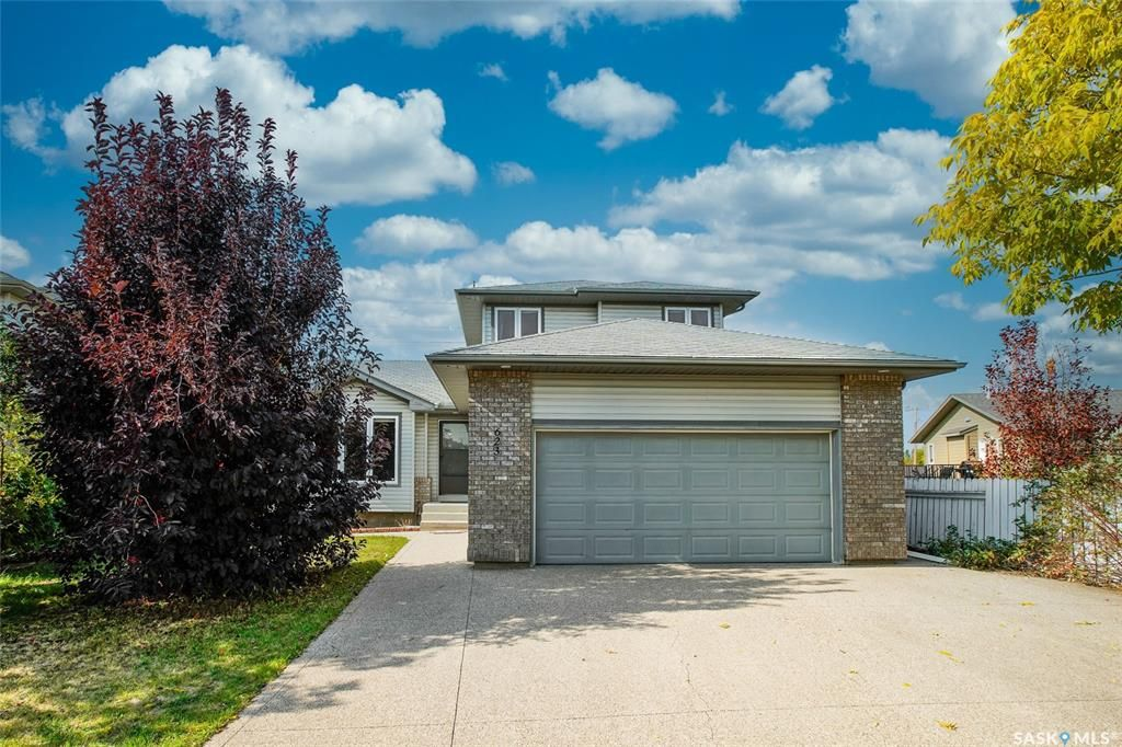Main Photo: 623 Buckwold Cove in Saskatoon: Arbor Creek Residential for sale : MLS®# SK834249