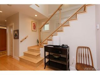 Photo 3: 450 Moss St in VICTORIA: Vi Fairfield West House for sale (Victoria)  : MLS®# 691702