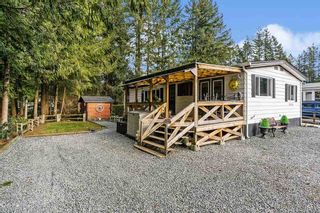 "Photo 2: 215 20071 24 Avenue in Langley: Brookswood Langley Manufactured Home for sale in ""Fernridge Park"" : MLS®# R2538356"