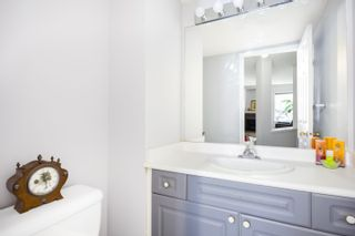 Photo 11: 502 13900 HYLAND ROAD in : East Newton Townhouse for sale : MLS®# R2258314