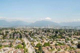 """Photo 1: 3202 5515 BOUNDARY Road in Vancouver: Collingwood VE Condo for sale in """"Wall Centre Central Park"""" (Vancouver East)  : MLS®# R2208071"""