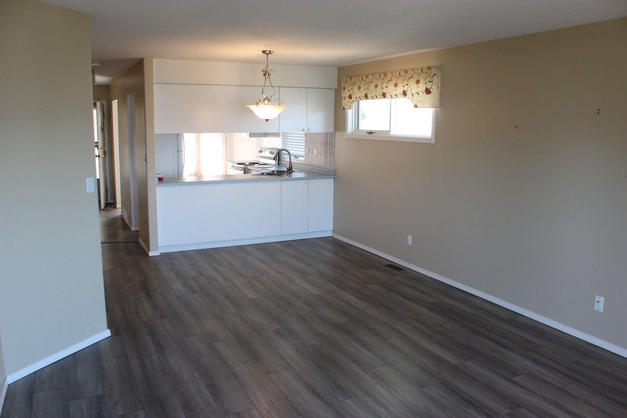 Photo 4: Photos: 4 1580 Springhill Drive in Kamloops: Sahali Townhouse for sale : MLS®# 156043