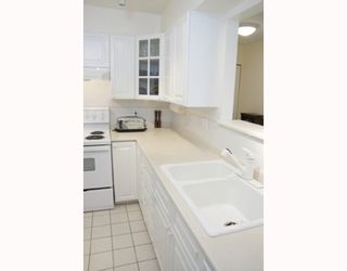 """Photo 2: 204 789 W 16TH Avenue in Vancouver: Fairview VW Condo for sale in """"SIXTEEN WILLOWS"""" (Vancouver West)  : MLS®# V786069"""