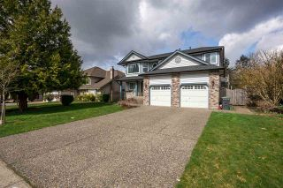 Photo 2: 20485 97B AVENUE in Langley: Walnut Grove House for sale : MLS®# R2557875