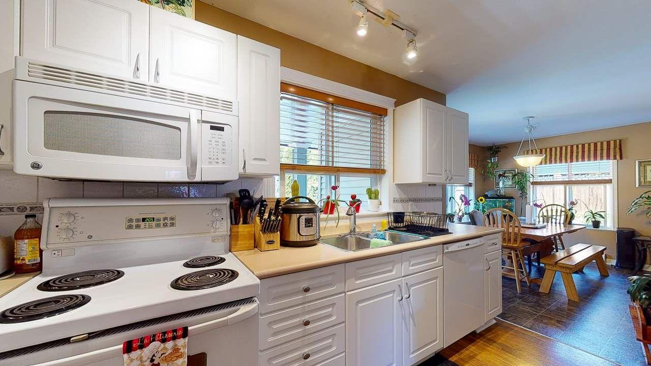 Photo 3: Photos: 5682 CASCADE Crescent in Sechelt: Sechelt District House for sale (Sunshine Coast)  : MLS®# R2488807
