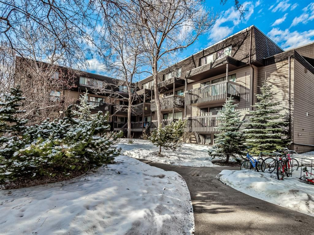 Main Photo: 50 3519 49 Street NW in Calgary: Varsity Apartment for sale : MLS®# A1065199