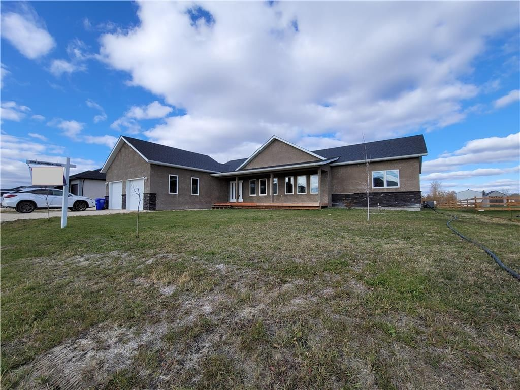 Main Photo: 2170 Ash Lane in Ile Des Chenes: R07 Residential for sale : MLS®# 202026769