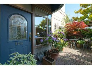 """Photo 1: 104 15111 RUSSELL Avenue: White Rock Condo for sale in """"Pacific Terrace"""" (South Surrey White Rock)  : MLS®# R2594062"""