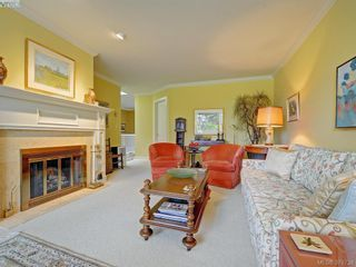 Photo 3: 9 735 MOSS St in VICTORIA: Vi Rockland Row/Townhouse for sale (Victoria)  : MLS®# 762720