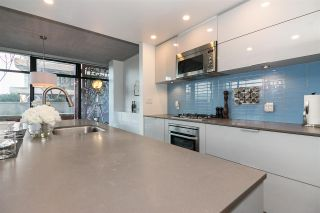 """Photo 10: 803 128 W CORDOVA Street in Vancouver: Downtown VW Condo for sale in """"WOODWARDS W43"""" (Vancouver West)  : MLS®# R2241482"""
