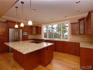 Photo 3: 4246 Gordon Head Rd in VICTORIA: SE Gordon Head House for sale (Saanich East)  : MLS®# 558289