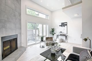 Photo 2: 64 Glamis Gardens SW in Calgary: Glamorgan Row/Townhouse for sale : MLS®# A1112302