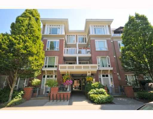 """Main Photo: 106 2628 YEW Street in Vancouver: Kitsilano Condo for sale in """"CONNAUGHT PLACE"""" (Vancouver West)  : MLS®# V779351"""