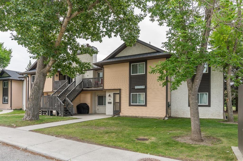 Main Photo: 31 Cedar Springs Gardens SW in Calgary: Cedarbrae Row/Townhouse for sale : MLS®# A1132006