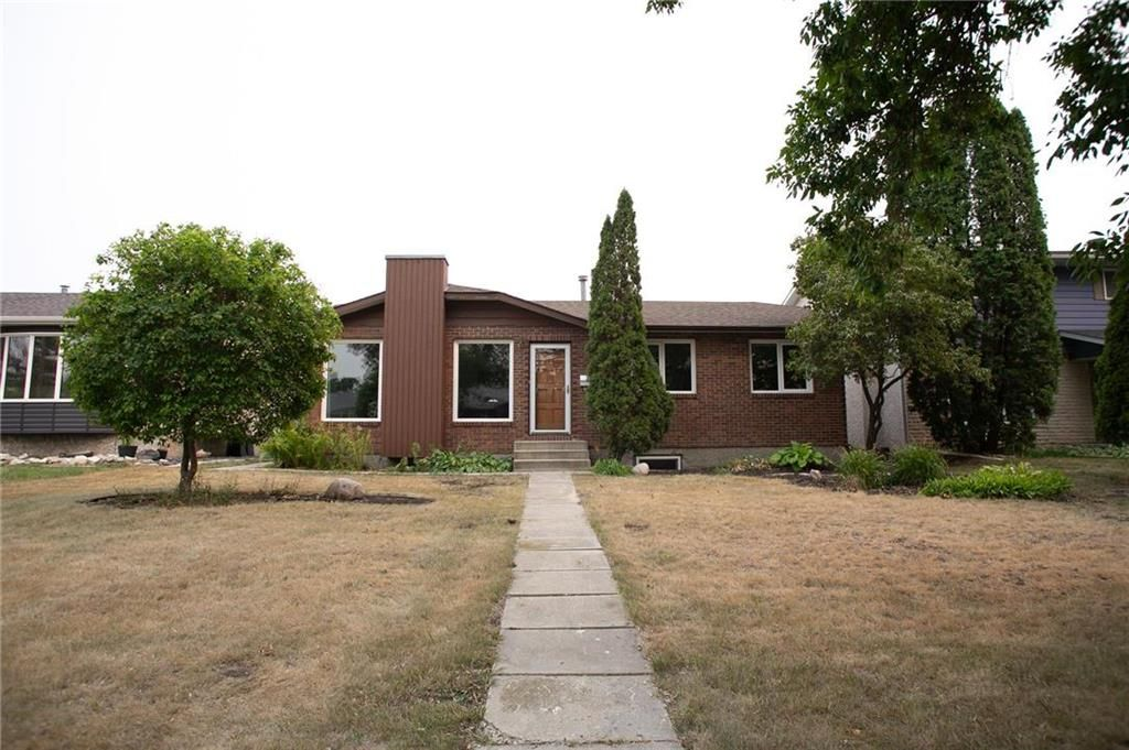 Main Photo: 66 Dells Crescent in Winnipeg: Meadowood Residential for sale (2E)  : MLS®# 202119070