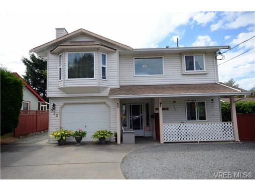 Main Photo: 735 Kelly Rd in VICTORIA: Co Hatley Park House for sale (Colwood)  : MLS®# 735095