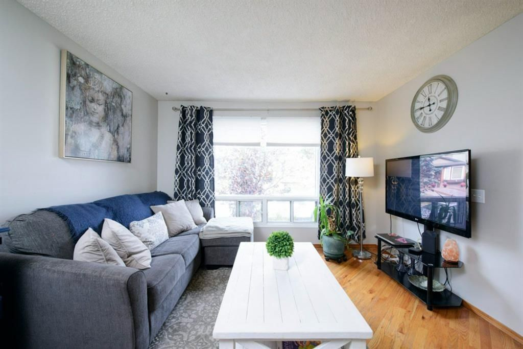 Main Photo: 39 Cedardale Road SW in Calgary: Cedarbrae Semi Detached for sale : MLS®# A1057502