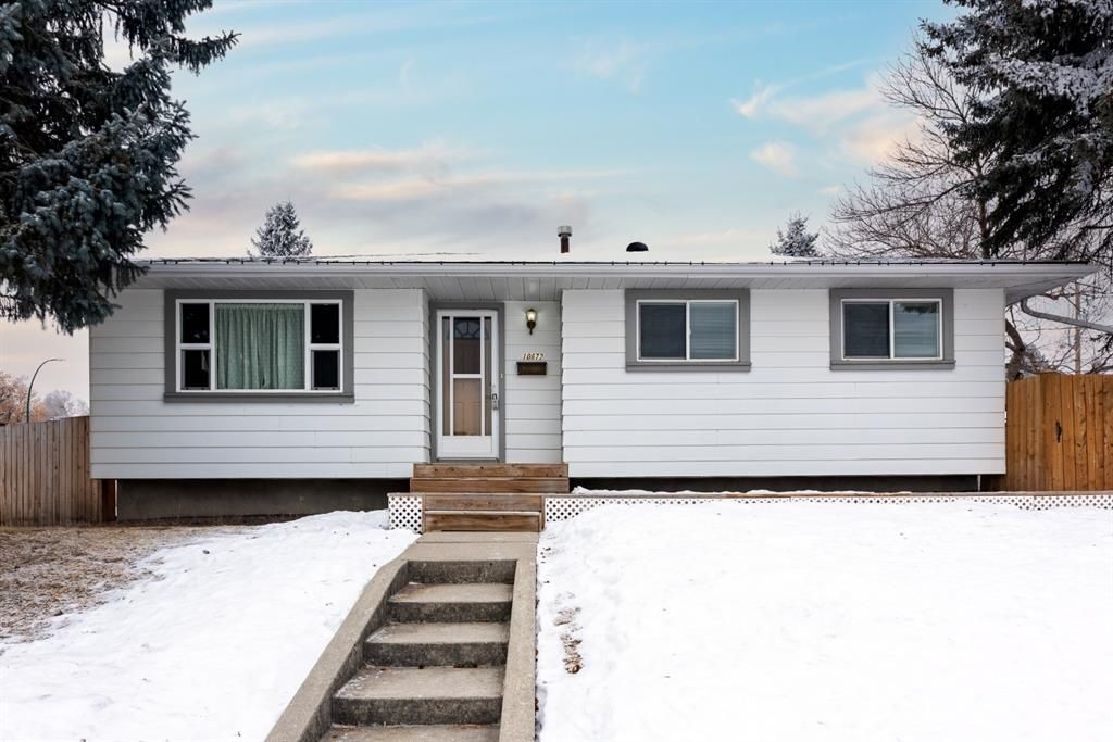 Welcome home to 10672 Shillington Cr SW!